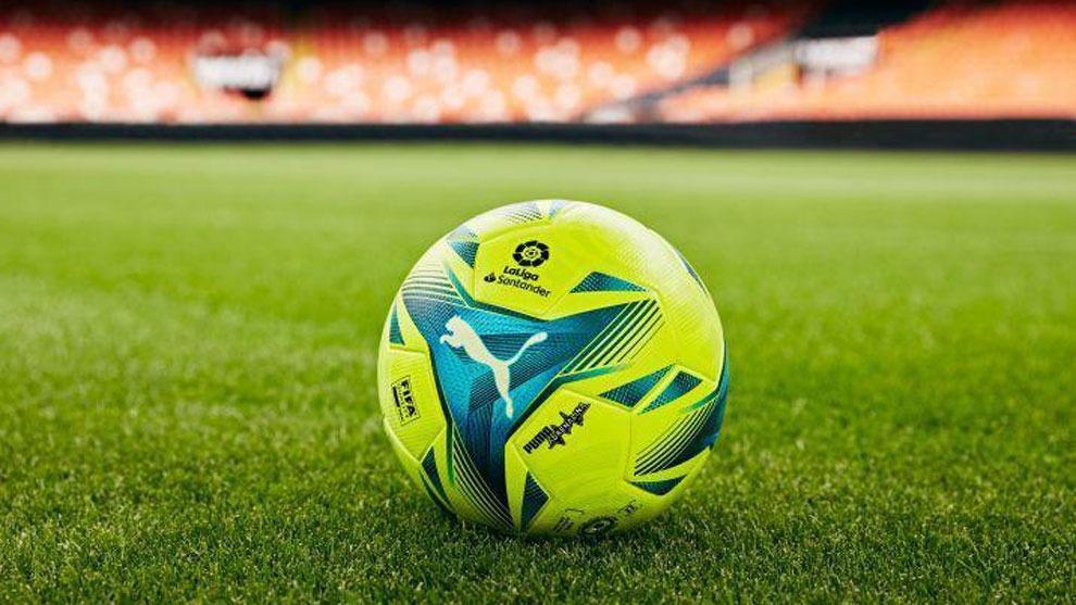 Balón oficial de Puma para la temporada 2021-22.