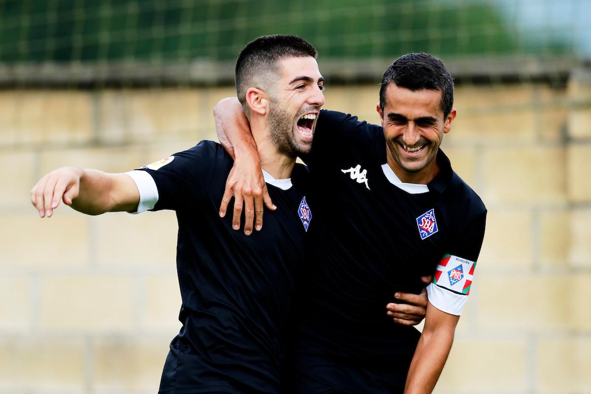 Iker Unzueta celebra el tanto de la victoria del 'Amore'