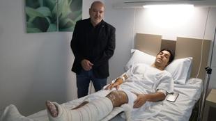 Borja Lasso, en su última operación, recibiendo la visita del...