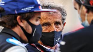 Fernando Alonso, junto a Alain Prost en Alpine.
