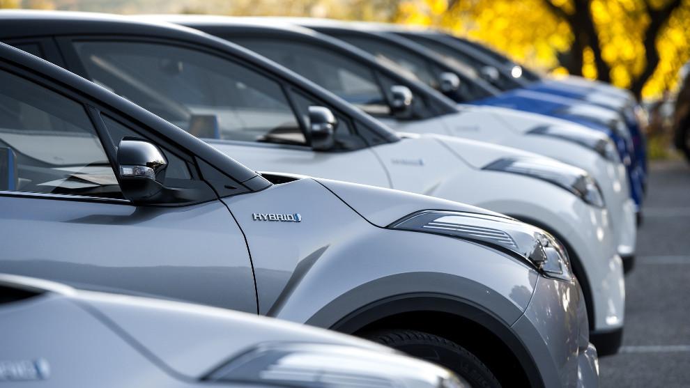 Varios modelos híbridos de Toyota, que ha logrado su mejor primer trimestre.