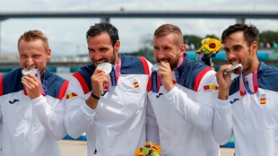 Craviotto, Walz, Arévalo y Germade, mordiendo la medalla de plata