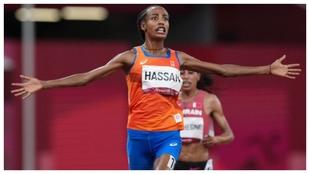 Sifan Hassan entrndo en la meta de los 10.000