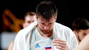 Doncic, decepcionado tras la derrota ante Australia.