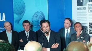Jordi Payá junto a Manel Estiarte y el presidente de la federación...