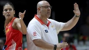 Lucas Mondelo y Marta Xargay, durante un partido de la selección...