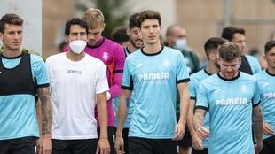 Pau Torres junto a sus compañeros en el primer entrenamiento post...