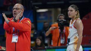 Lucas Mondelo y Marta Xargay,en un partido de la selección femenina.