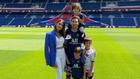 Leo Messi posa con toda su familia en el estadio Parque de los...