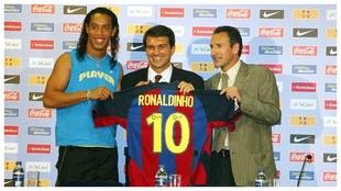 Ronaldinho, el día de su presentación con el Barcelona.