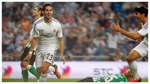 Isco celebra el gol al Betis que le dio a Ancelotti su primer triunfo,