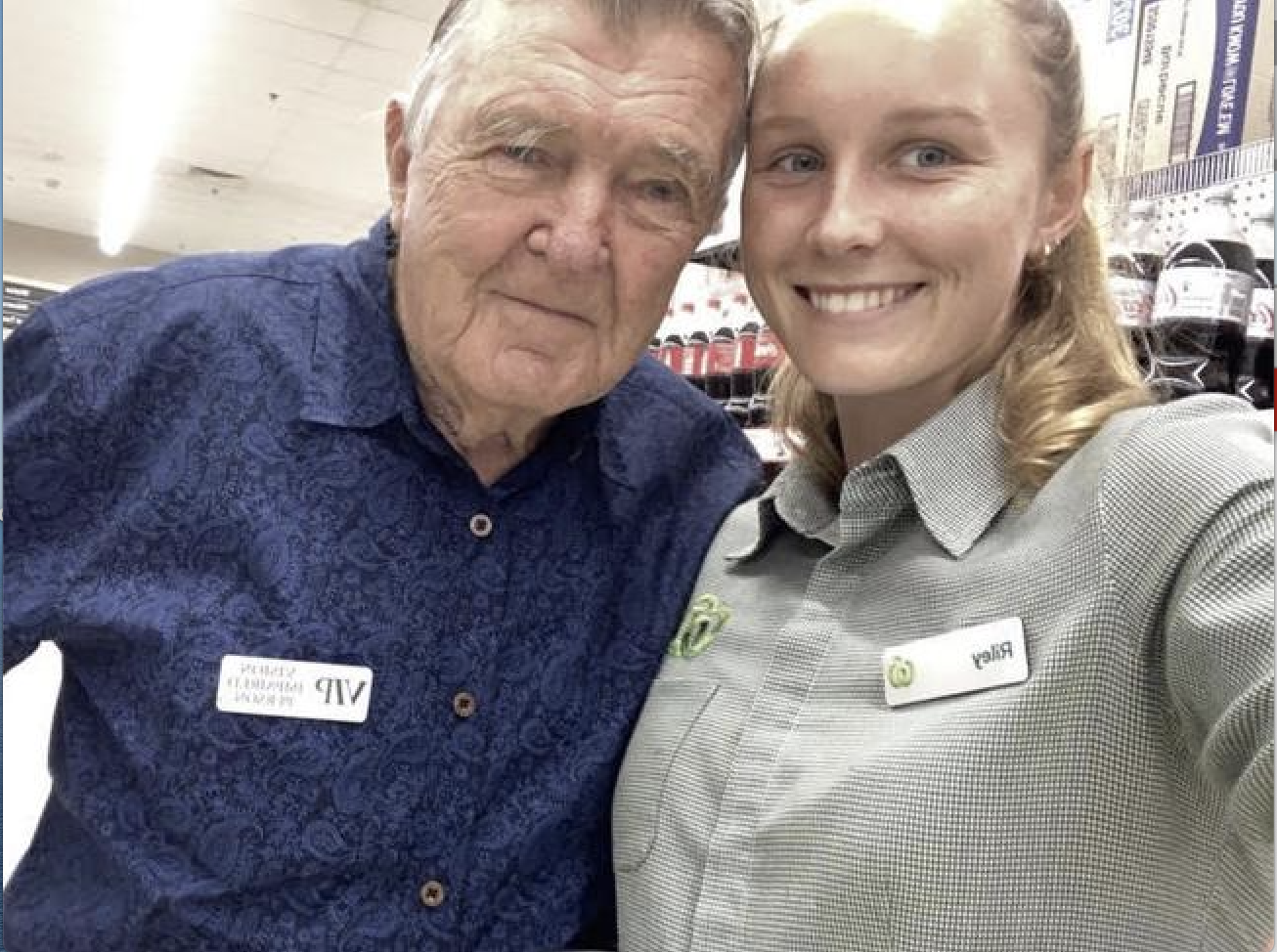 Rdiley Day (21) con John con quien hace la compra todos los domingos.