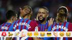 Depay celebra un gol con Braithwaite y Griezmann