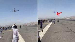 El momento en el que varias personas caen desde un avión tras agarrarse a las llantas para huir de Kabul