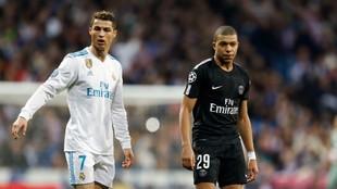 Cristiano y Mbappém, durante un Madrid-PSG de Champions