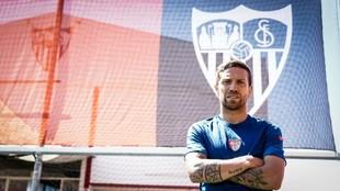 Papu Gómez posa para MARCA en la Ciudad deportiva.