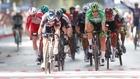 Philipsen se impone al sprint en Albacete.
