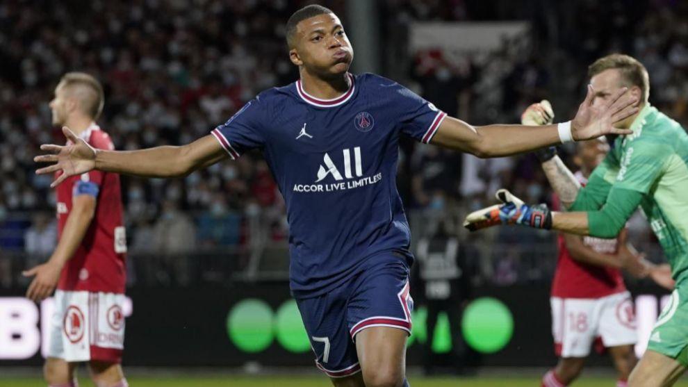 Mbappé celebra su gol de este viernes en Brest.
