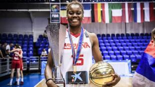 Iris Mbulito con la Selección Española de Baloncesto