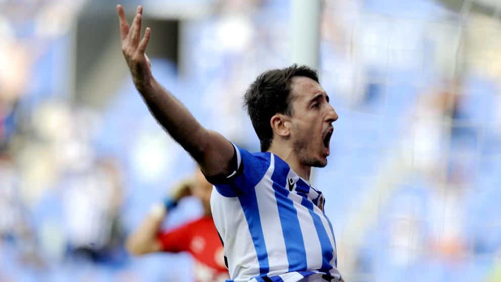 Oyarzabal celebra el gol de la victoria de la Real Sociedad