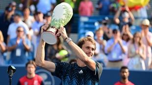 Alexander Zverev con el trofeo de Cincinnati.