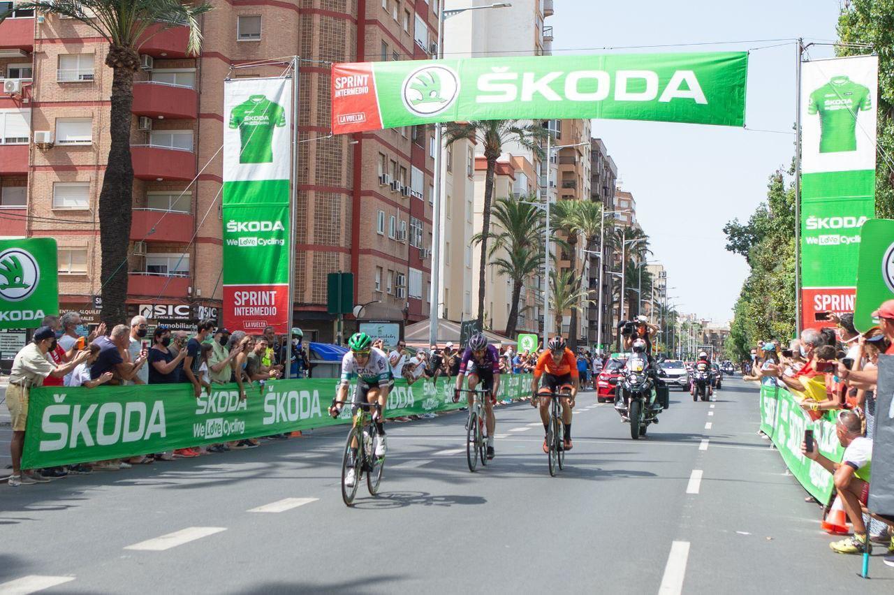 Skoda patrocina el  jersey verde de la carrera por séptimo año consecutivo.