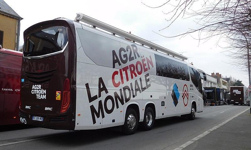 Los autobuses son auténticas viviendas para desplazarse con absoluta comodidad tras los esfuerzos de las etapas.