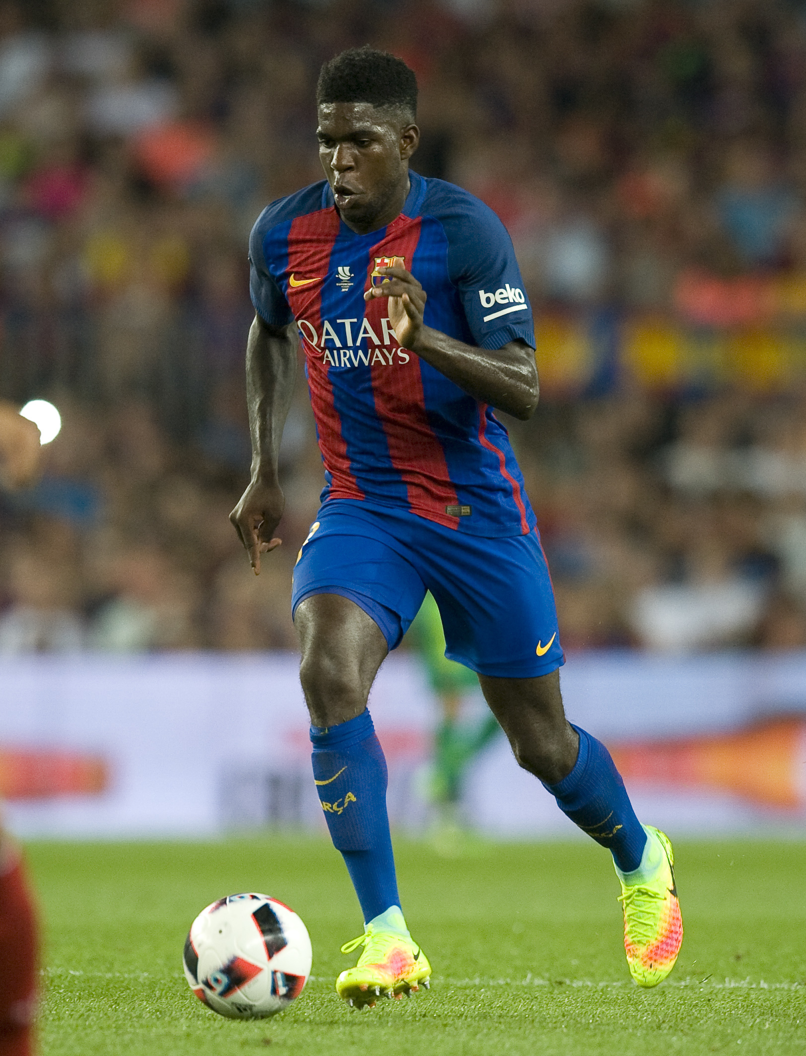 Umtiti castles and does not want to leave Barcelona