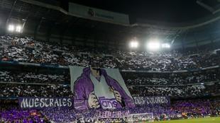 Tifo en el fondo sur del Bernabéu