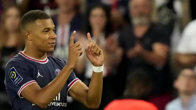 Mbappé durante un partido con el PSG esta temporada