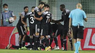 Los jugadores del Sheriff celebran uno de sus goles al Dinamo Zagreb.