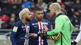 Rajkovic se enfrenta a Neymar y Mbappé en un partido de Copa de la...