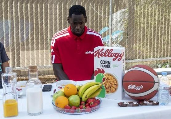 Usman Garuba, antes de desayunar con productos de Kellog's, la compañía que le ha fichado como embajador.