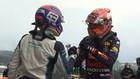 Russell y Verstappen se felicitan tras la clasificación en Spa.