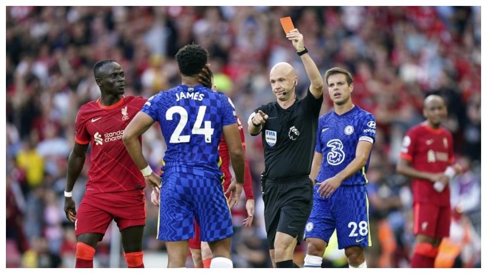 La roja a Reece James, del Chelsea.