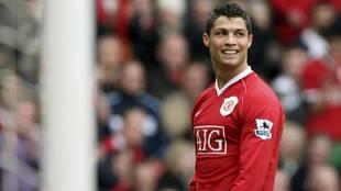 Cristiano Ronaldo sonríe durante un partido de su primera etapa en el...