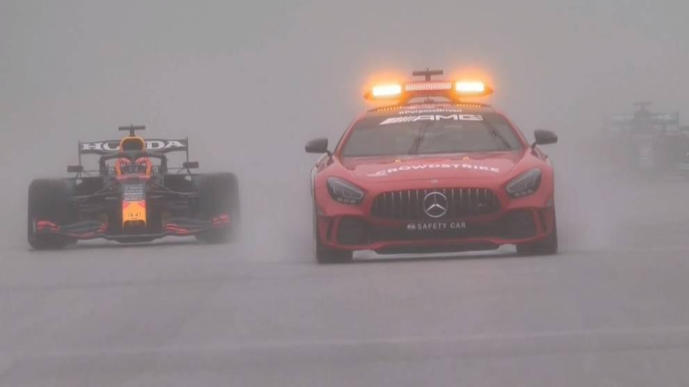 Cuatro vueltas, bandera roja... y final: gana Verstappen