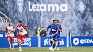 Iker Bilbao, con el balón, instantes antes de marcar el primer gol...