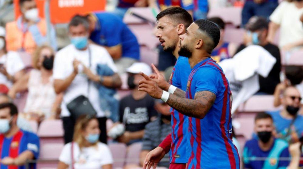Memphis Depay celebra su gol, el segundo del Barça ante el Getafe