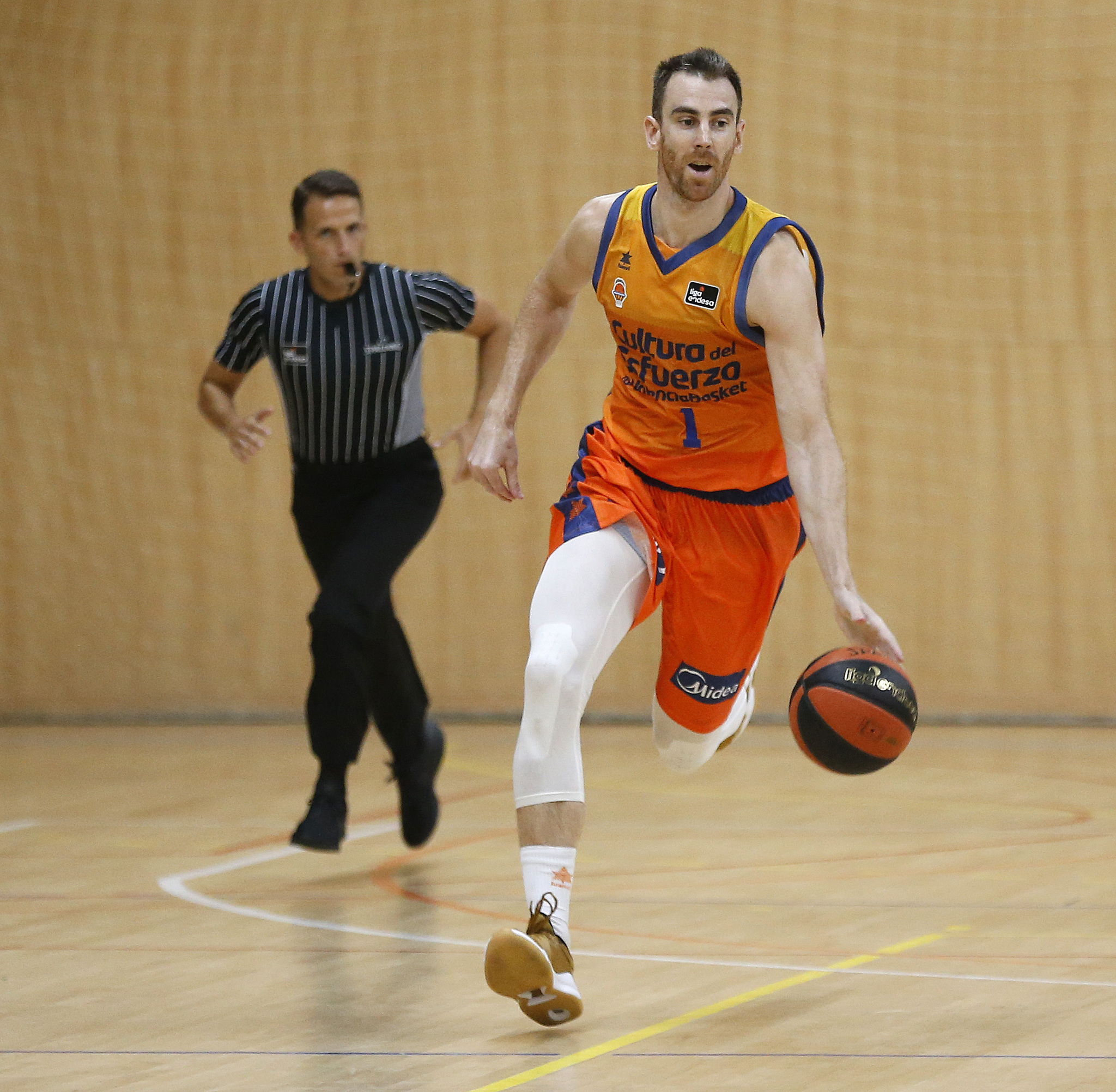 Claver played his first game in his second spell at Valencia.