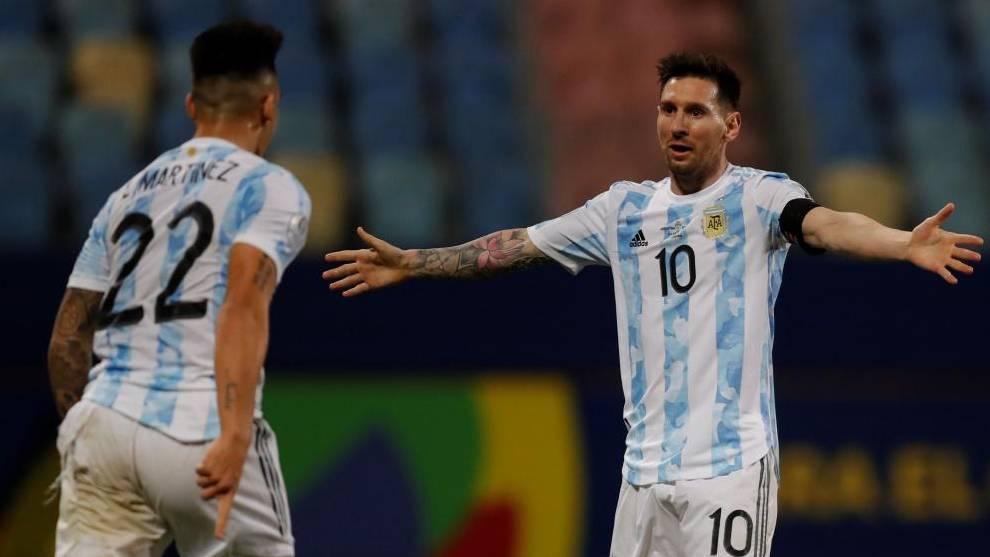 Messi celebra el gol de Lautaro.