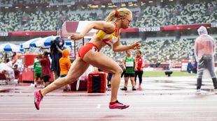 Adiaratou Iglesias corriendo los 400 metros en Tokio.