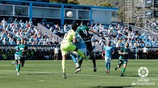 Obi cabecea el gol del Amorebieta ante la mala salida de Parreño