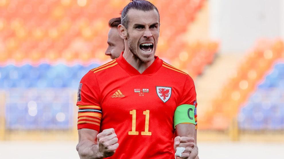 Bale renace con Gales: 'hat-trick' y apoteosis en el 93'