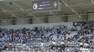 Aficionados del Burgos en las gradas en el partido ante el Valladolid.