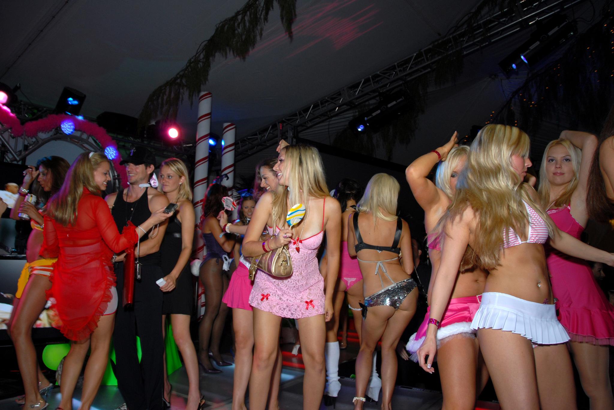 Una de las fiestas de la Mansión Playboy
