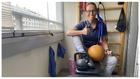 Teresa Perales, entrenando en su casa durante la cuarentena por el...