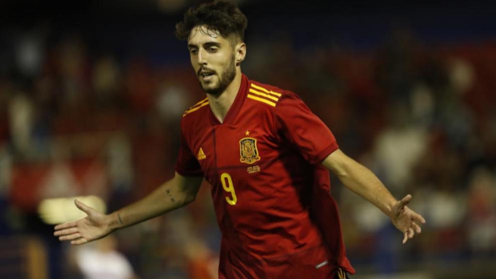 Fer Niño en un partido con España Sub-21