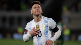 Leo Messi celebrando uno de sus tres goles ante Bolivia.