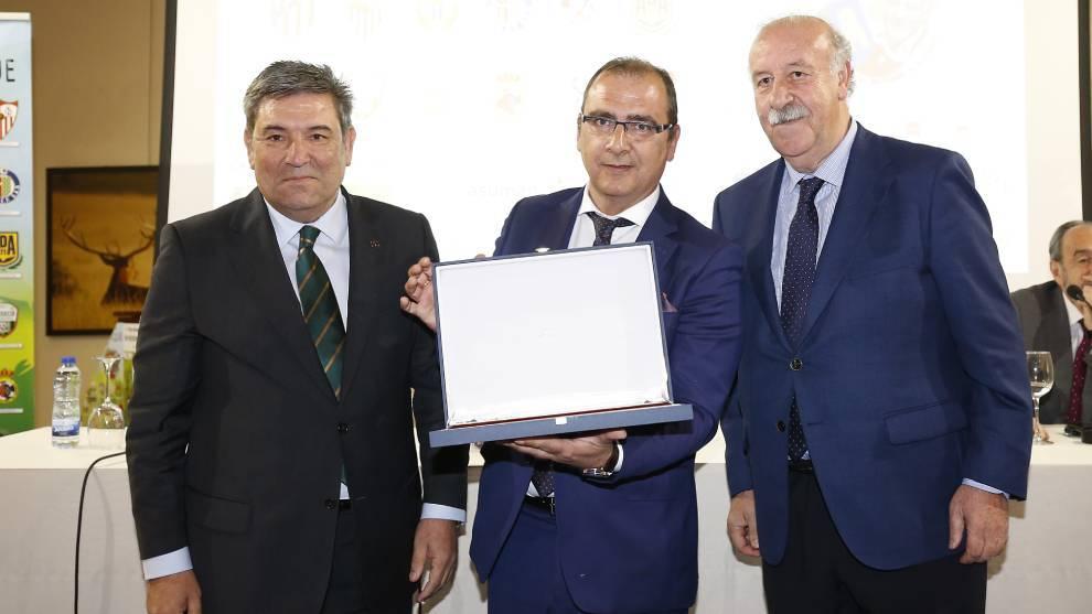 Juan Ignacio Gallardo, director de MARCA, junto a Del Bosque